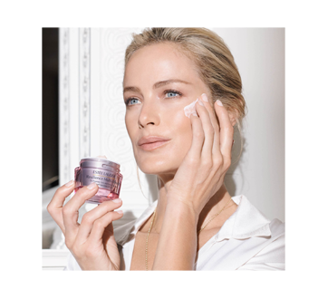 Image 3 of product Estée Lauder - Resilience Multi-Effect Tri-Peptide Face and Neck Creme SPF 15, 50 ml