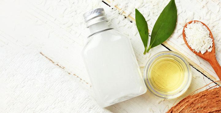 Le masque pour les cheveux des aloès par les vitamines