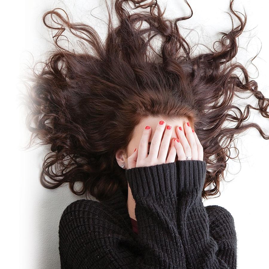 Cheveux : comment tenir tête à l'électricité statique