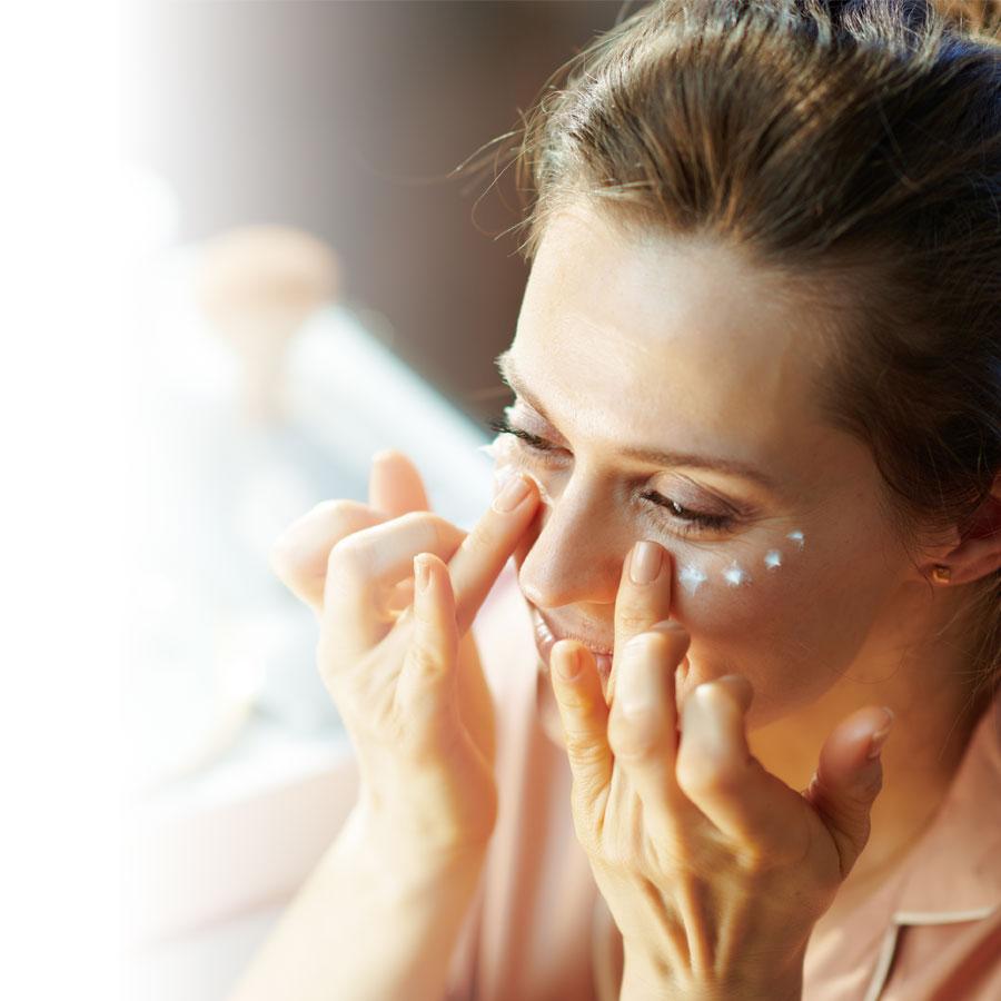 Poches, cernes et rides: apprivoiser le contour de l'œil
