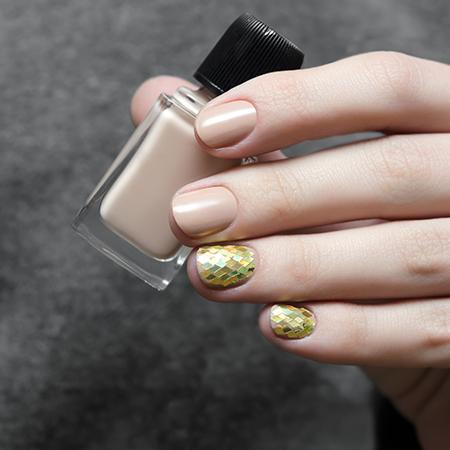 <em>Nail art</em>