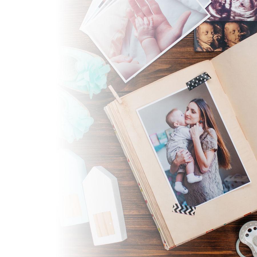 Réaliser un livre photo de naissance en quatre étapes